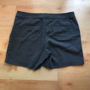 The Limited shorts in black/white - size 16